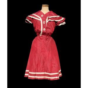 Costume De Bain De Femme , Tenue De Sport Fin XIXe , Soie Rouge , Vêtement Epoque 1900 Mode