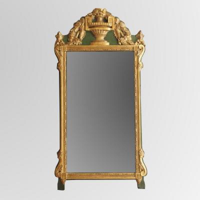 Glace Louis XVI en bois sculpté et doré