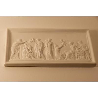 Scène à l'Antique En Bas Relief Avec Angelots, Biscuit Porcelaine
