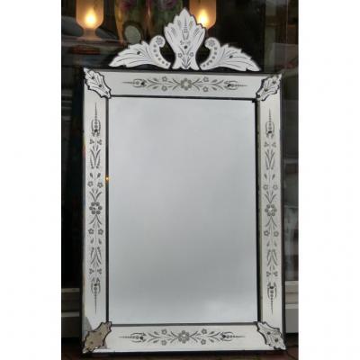 Miroir De Venise, Vénitien à Fronton Et Décor Floral Gravé, époque Début XX ème