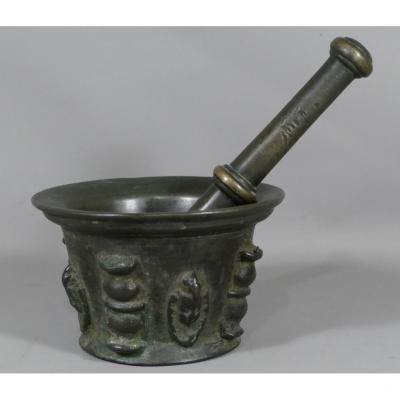 Mortier Et Son Pilon En Bronze, époque XVII ème Siècle