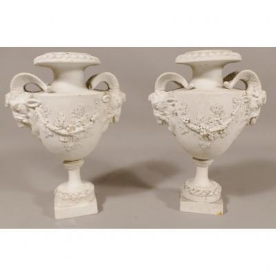 Paire De Vases à Têtes De Béliers Et Guirlandes De Vigne, Biscuit époque XVIII ème Siècle