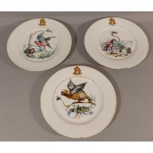 3 Assiettes En Porcelaine Peintes à La Main De Volatiles, Oiseaux Et Insectes Datées 1873