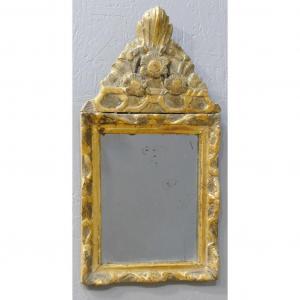 Tout Petit Miroir Louis XIV à Fronton En Bois Sculpté Doré, époque XVII ème Siècle