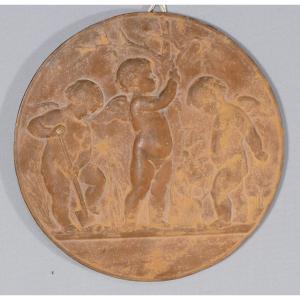 Médaillon En Terre Cuite Aux Angelots Jardiniers, Signé Dubois Et Daté 1863
