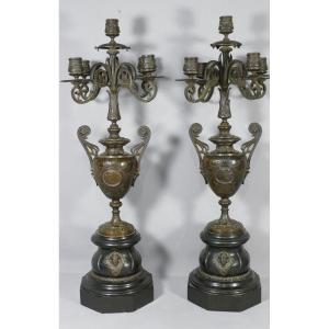 Paire De Candélabres Napoléon III En Bronze Patiné Et Marbre, Dans Le Goût De Barbedienne