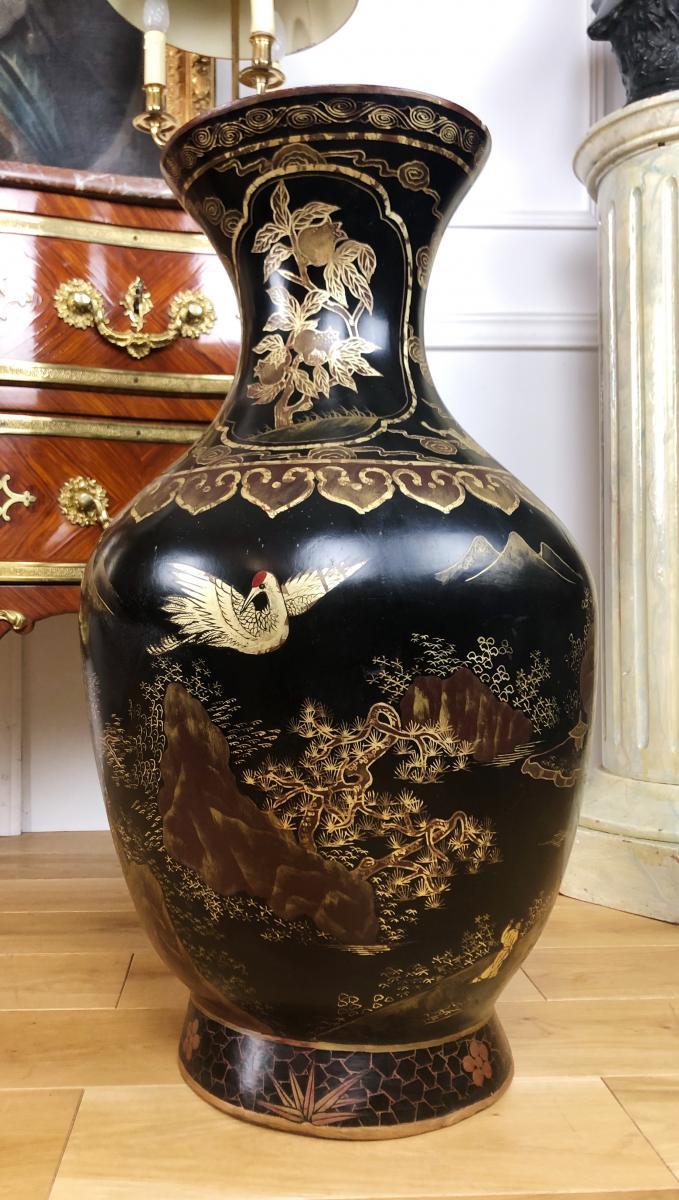 Vase d'Epoque Napoleon III En Bois Laque De Chine à Décor De Personnages