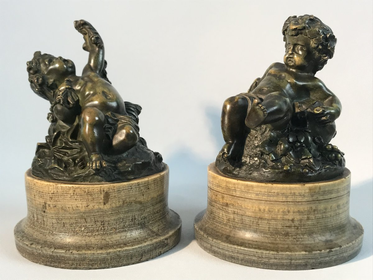 Pair Of Putti In Patinated Bronze Resting On Marble Bases Period 18 / 19th