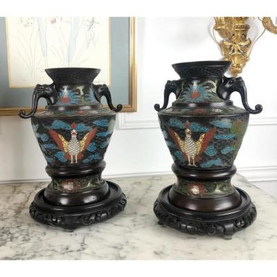 Paire De Vases De La Fin Du XIXe En Bronze Et Émaux CloisonnÉs Polychromes