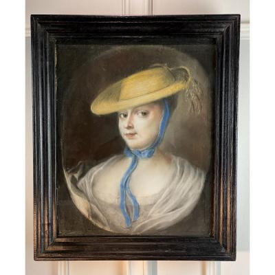 """XVIIIth Oval Pastel Under Glass Framed In A 19th """"portrait Of A Woman"""" Frame"""