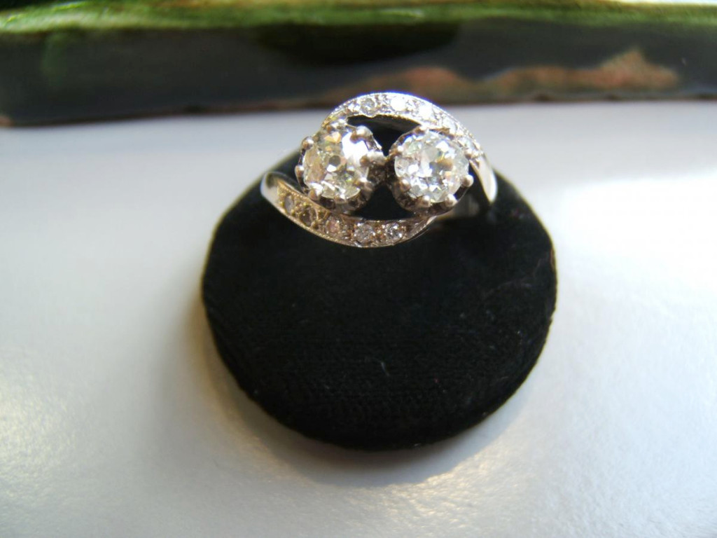 Old Ring White Gold And Diamonds