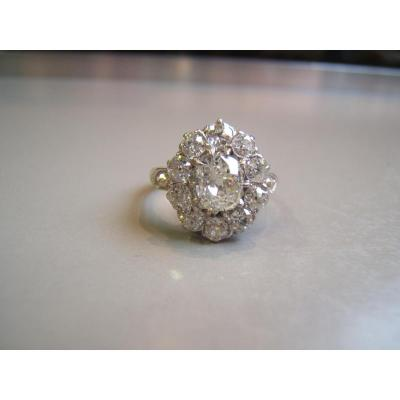 "Bague ""Pompadour"" diamants ."