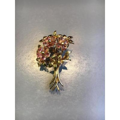"Broche "" bouquet "" en or et améthystes."