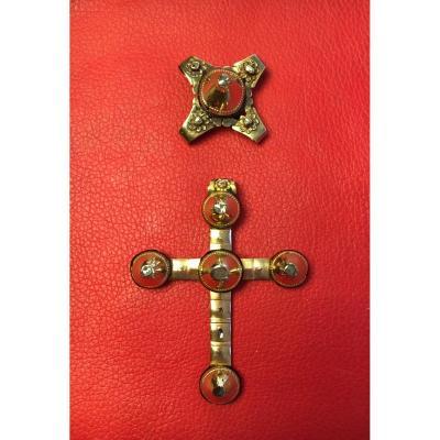 Grande croix Capucine et son coulant en or. Arles XIXè.