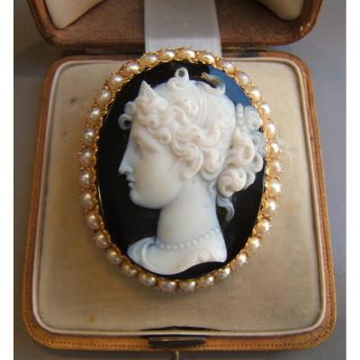 Gold Brooch, Cameo Agate. XIXth