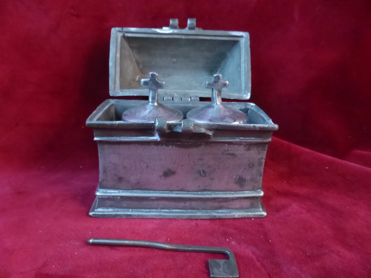 Saintes Huiles Old Tin Box