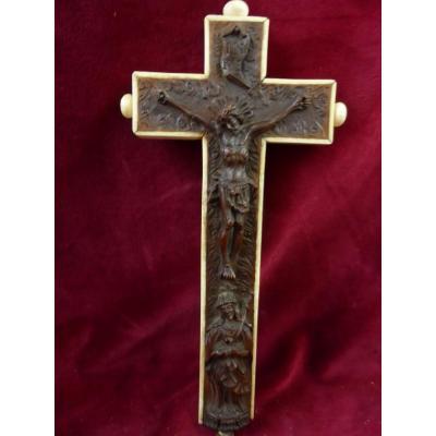 Croix Pectorale Reliquaire Buis Et Ivoire
