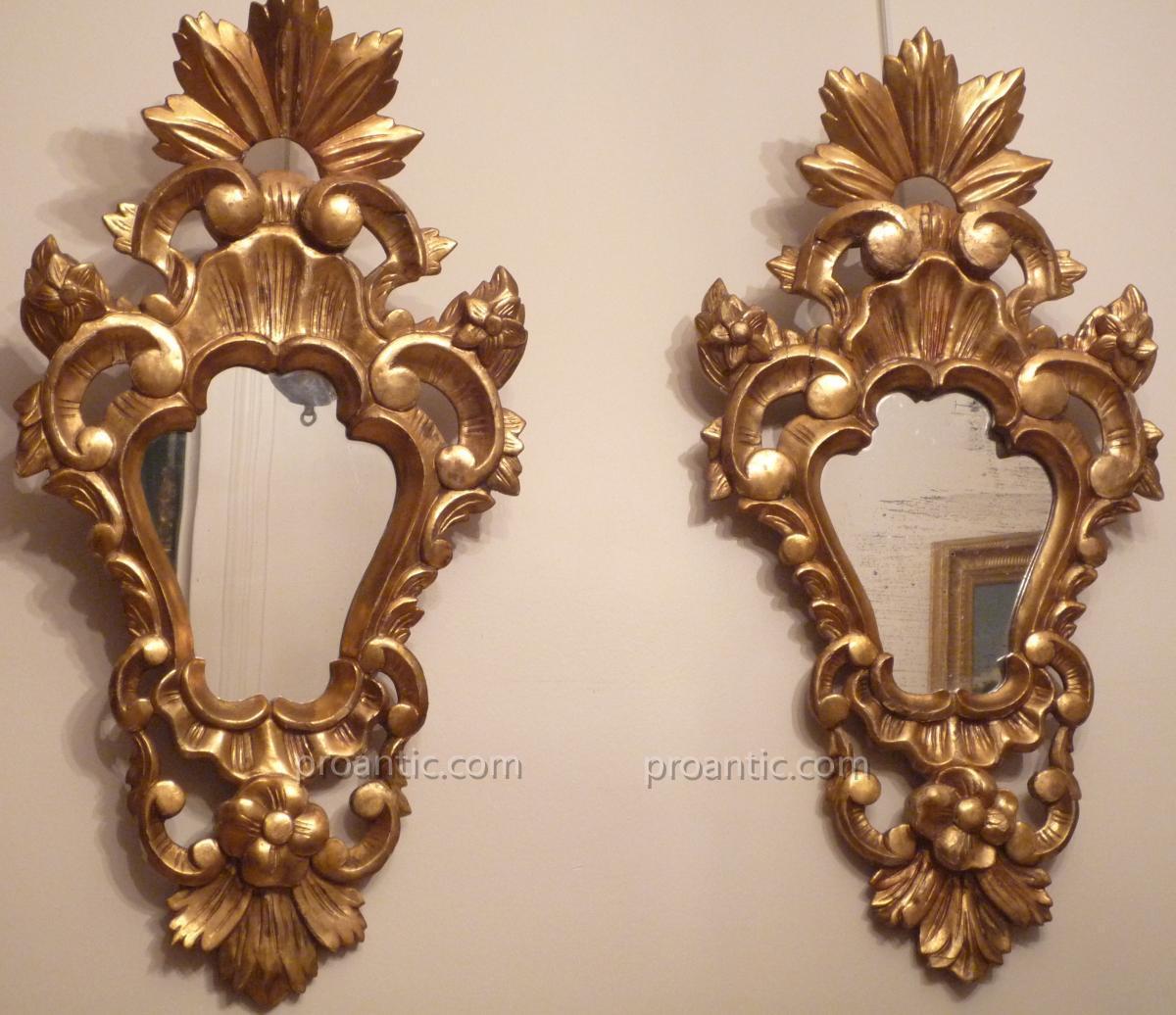 Paire de miroirs italiens en bois doré d'époque XIXe.
