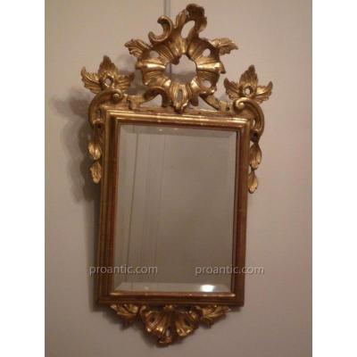 Miroir italien d'époque XVIIIe (dorure ancienne, miroir biseauté postérieur).