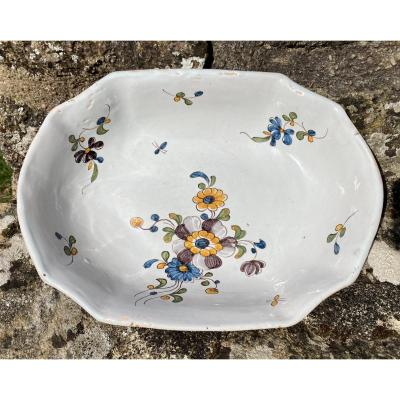 Dish Banette Earthenware XVIIIth Nivernais Or Auxerrois With Polychrome Decor Of Flowers