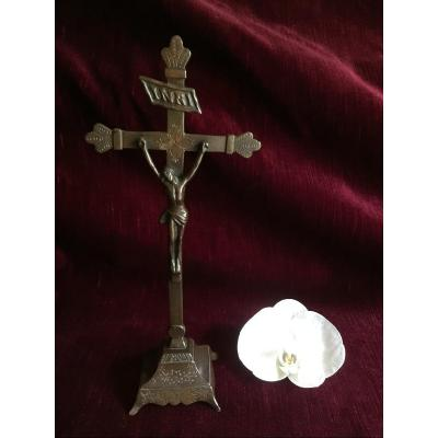 Christ Bedside Crucifix In Brass With Rare Chocolate Bronze Patina - Remligious Folk Art End Of The 18th Century