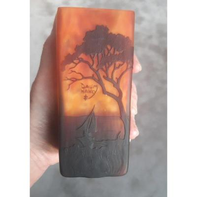 Daum Nancy Vase Art Nouveau 1900 à Pans Carrés Décor De Paysage Lacustre Au Coucher Du Soleil