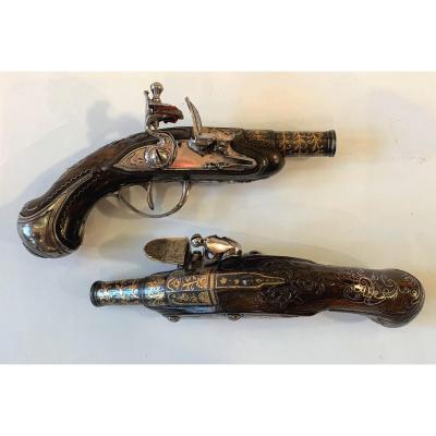 Paire De Petits Pistolets Louis XV