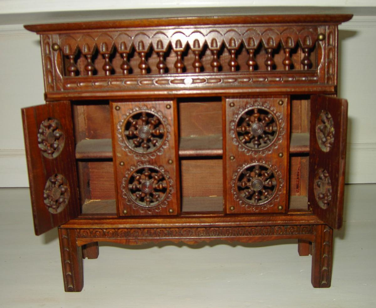meuble breton ancien buffet bas breton meuble ch taignier ancien sculpt de meuble breton c. Black Bedroom Furniture Sets. Home Design Ideas