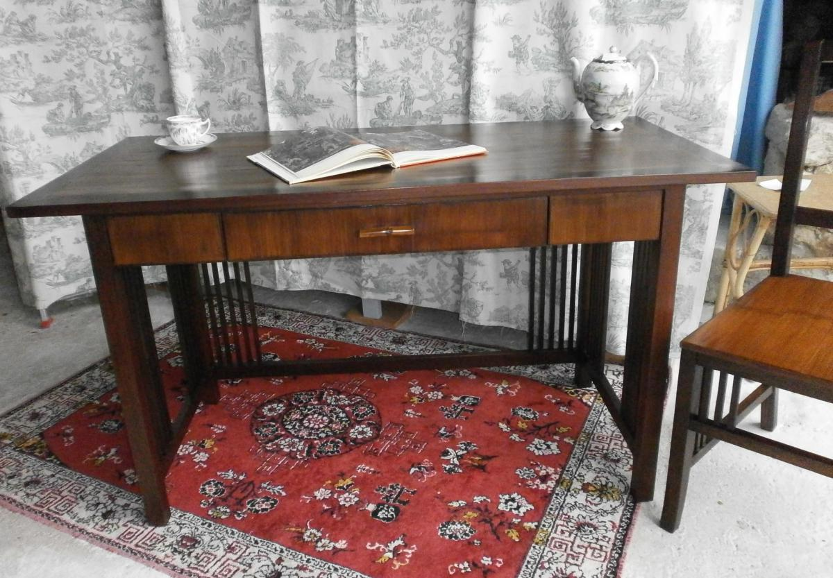 bureau de style colonial et sa chaise bureaux. Black Bedroom Furniture Sets. Home Design Ideas