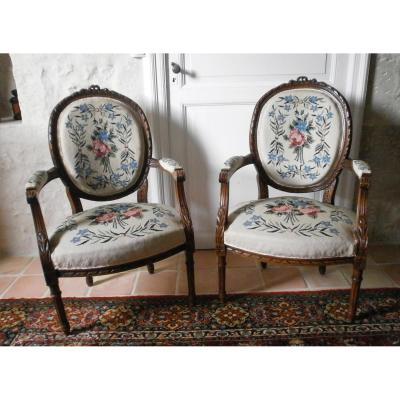 Paire De Fauteuils Médaillons Style Louis XVI