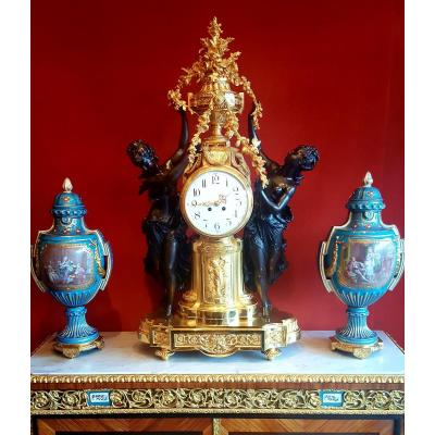 Exceptional Clock Gilt Bronze And Patinated Late 19th Century