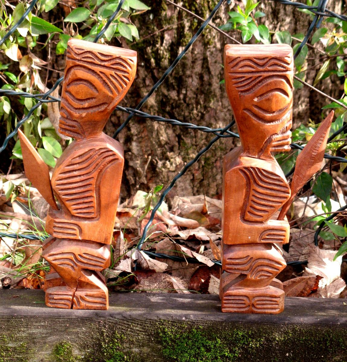 """Pair Of Bookhook """"tikis"""""""