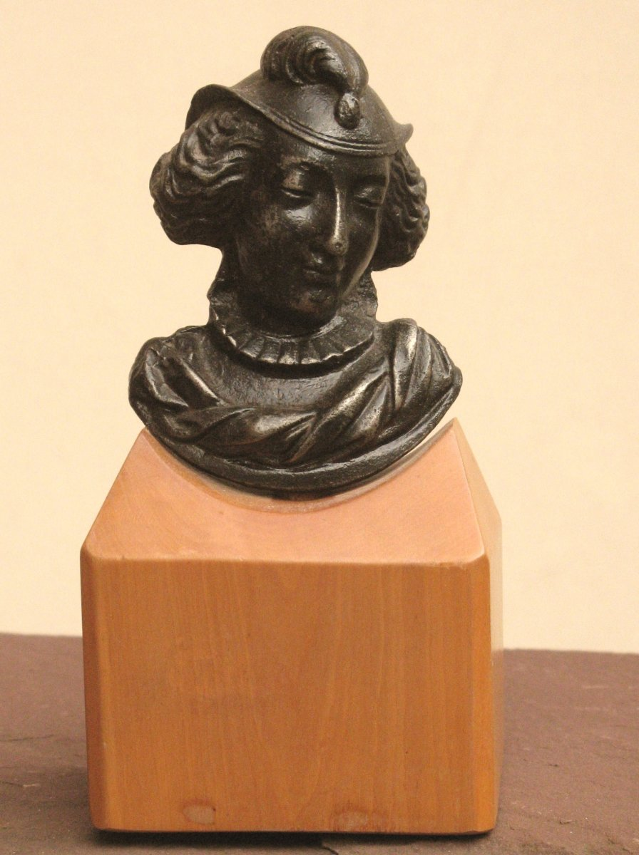 Small Bust In Iron Cast Neo-renaissance