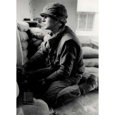 Catherine Leroy (1944-2006) Soldat Américain à Genoux, Saigon 1969