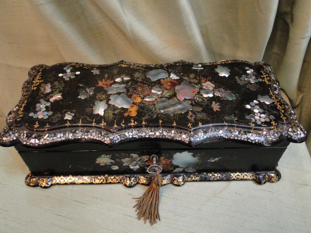A Box Gloves Paper Mache And  Mother Of Pearl Napoleon III