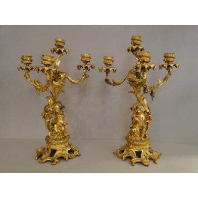 Paire De Chandeliers Aux Putti En Bronze Doré