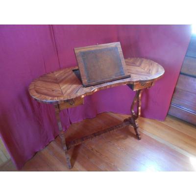 Table liseuse en forme de rognon, Fin XIXème
