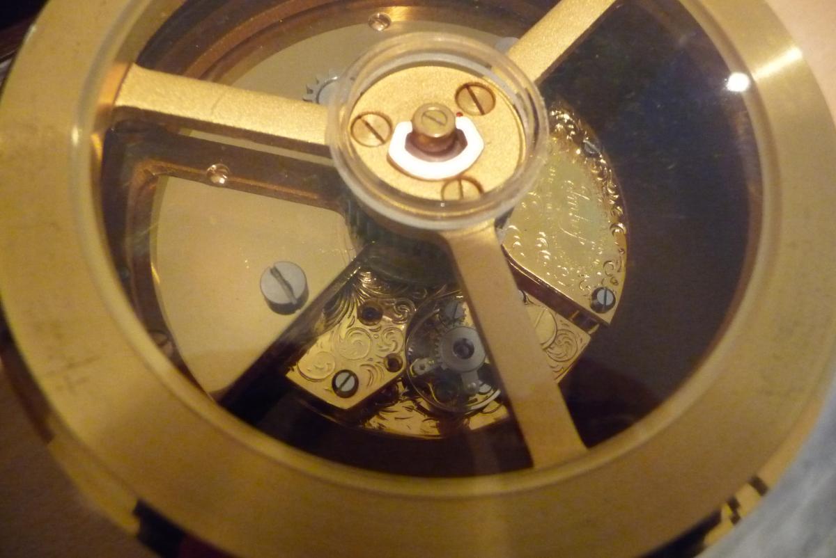 Pendule Mystérieuse (à Pente) Acajou Et Bronze Doré Imhof.