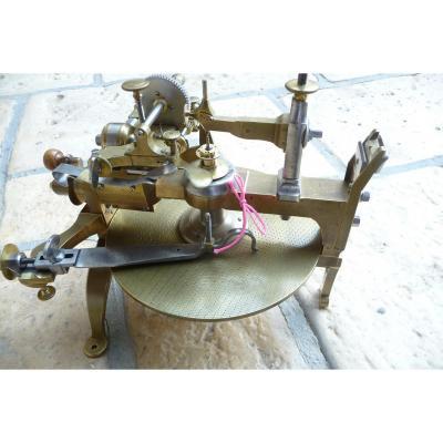 Machine à Tailler Ou Fendre Les Roues De Borel à Genève Datée 1780.