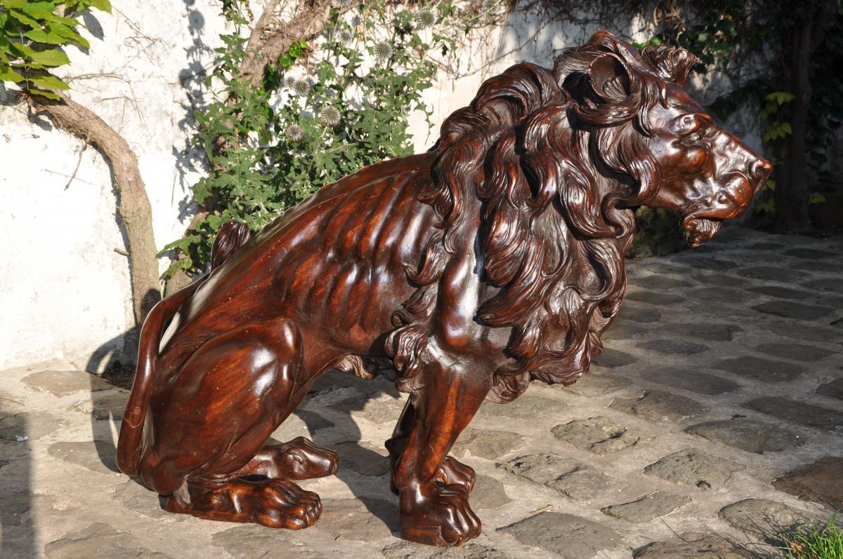 Importante Sculpture d'Un Lion En Noyer Du XIXème Siècle