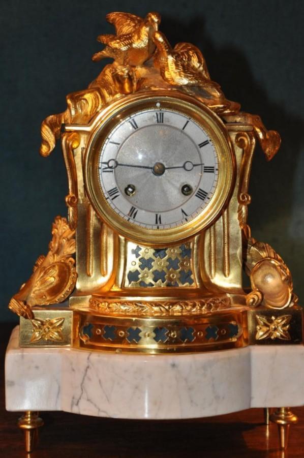 Pendule Aux Colombes De Style Louis XVI