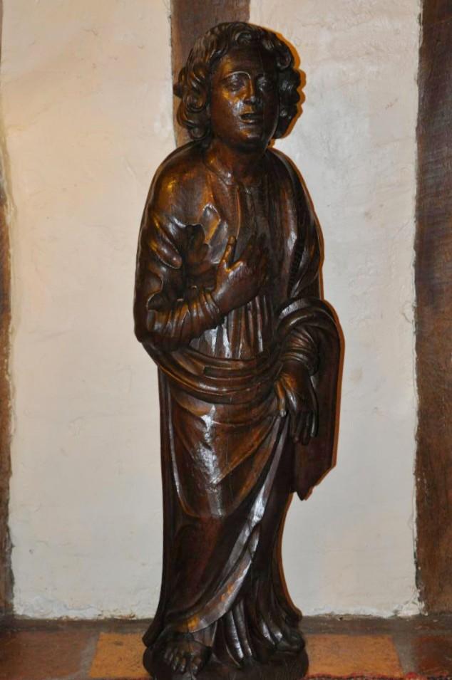 Grande Statue de Saint Jean au pied de la croix, 17 ème