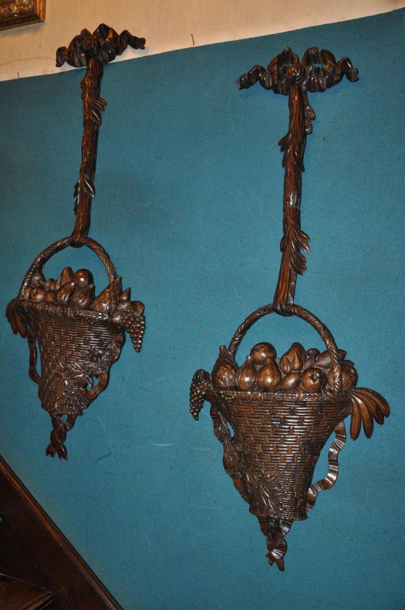 Paire De Très Grandes Corbeilles De  Fruits En Bois Sculpté De Style Louis XVI