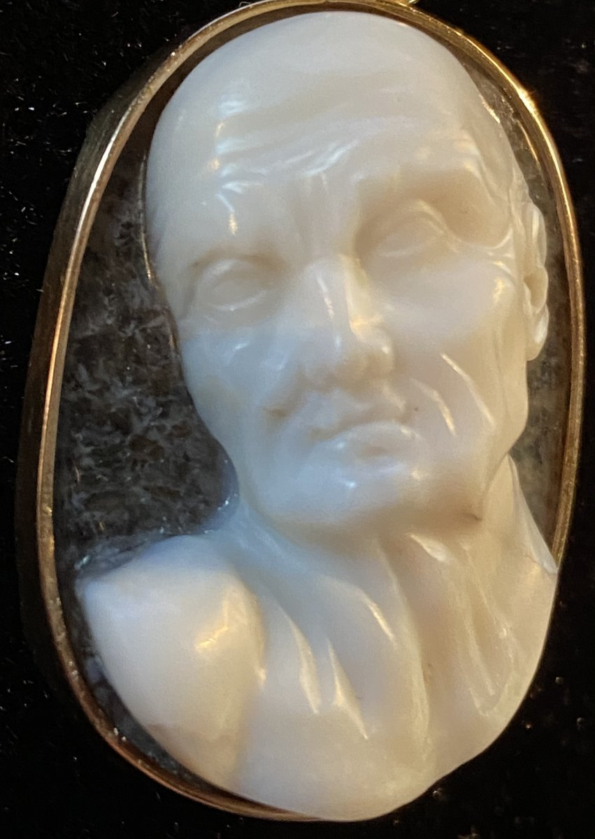 High Relief Cameo, Expressive Male Profile, Two Layered Crystal Agate-photo-3