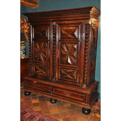 Wardrobe Louis XIII In Walnut On Base With Diamonds And Columns