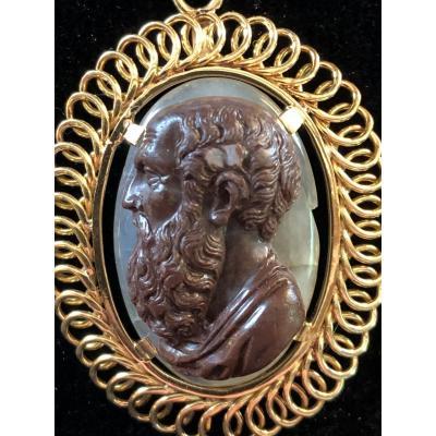 Camée D'un Philosophe Grec, Monté En Pendentif En Or