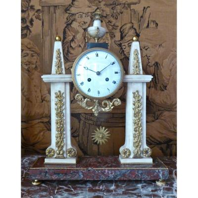 Pendule Portique En Marbre Et Bronze d'époque Louis XVI