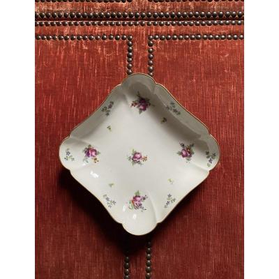 Jatte carrée en porcelaine, manufacture de la reine .
