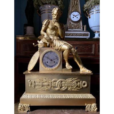 Pendule en bronze doré représentant l'empereur Justinien, d'époque Restauration.