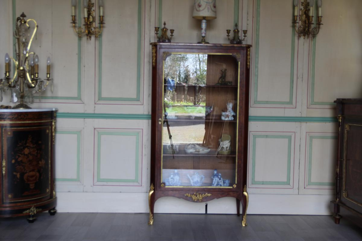 vitrine st transition louis xv louis xvi vitrines. Black Bedroom Furniture Sets. Home Design Ideas